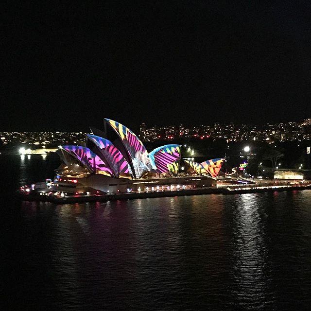 Night Light #vividsydney #sydneyoperahouse