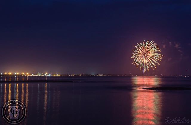 ROADTRIP: Beginning of a tradition at Lewes Beach, Delaware last night with their Inaugural Fourth of July Fireworks display. We found great seats bayside at #capehenelopenstatepark @capestateparkde #fireworks #delawarebay #delaware #delagram #lewesbeach #delawarebeaches #nightphotography #wanderlust #statepark #ic_water #amazing_longexpo #fourthofjuly #independanceday #travel #natgeoyourshot #natgeotravel #sealife #preserve #saltlife #downbythebay #landscape #grandlancaster
