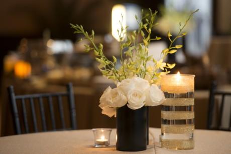 Your Wedding DIY Decor: Glitter and Glam Vases