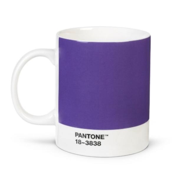 Pantone-Universe-Porzellan-Becher-2018-ultra-violet.jpg