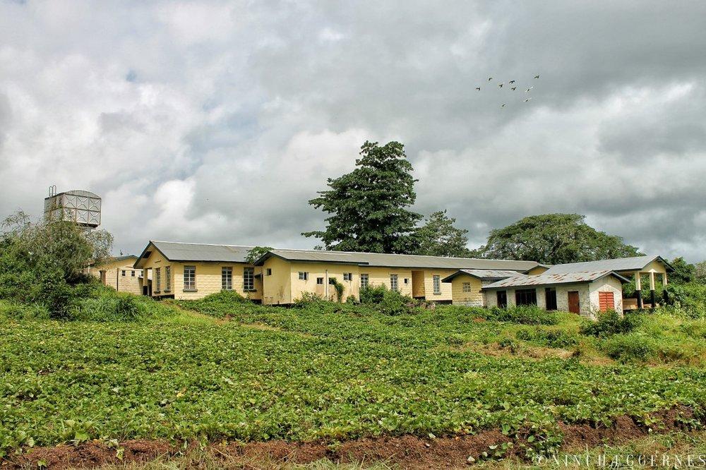 Foto Nini Hæggernes. Rotifunk sykehus, Sierra Leone. Nedenfor sykehuset vil det nye solcelleanlegget stå.
