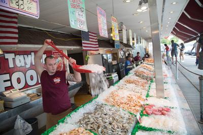 Municipal Fish Market ADDRESS: 1100 Maine Avenue SW, Washington, DC 20024 HOURS: 9:00am - 9:00pm