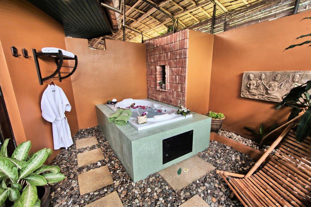 Deluxe-Jacuzzi-Villa-@-Mangosteen-Resort-Phuket-Bathroom-4.jpg