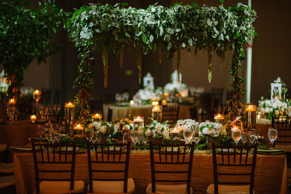 LEAF CENTERPIECE