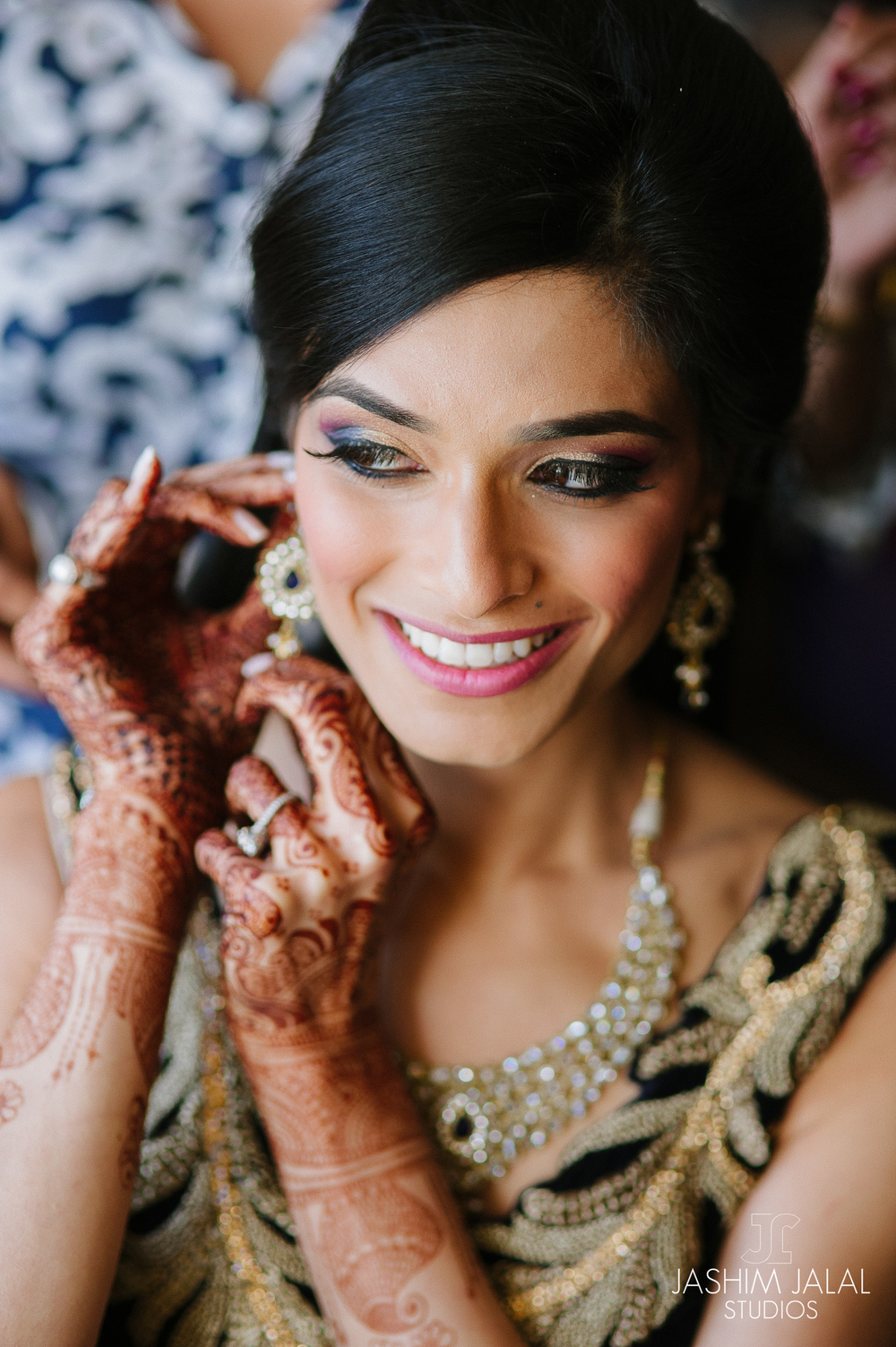 BEAUTIFUL INDIAN BRIDE GETTING READY