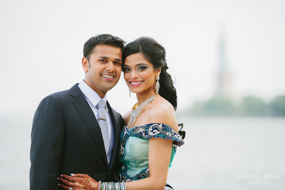BEAUTIFUL INDIAN BRIDE AND GROOM