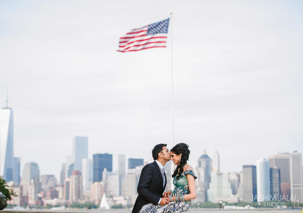 INDIAN COUPLE NYC SKYLINE