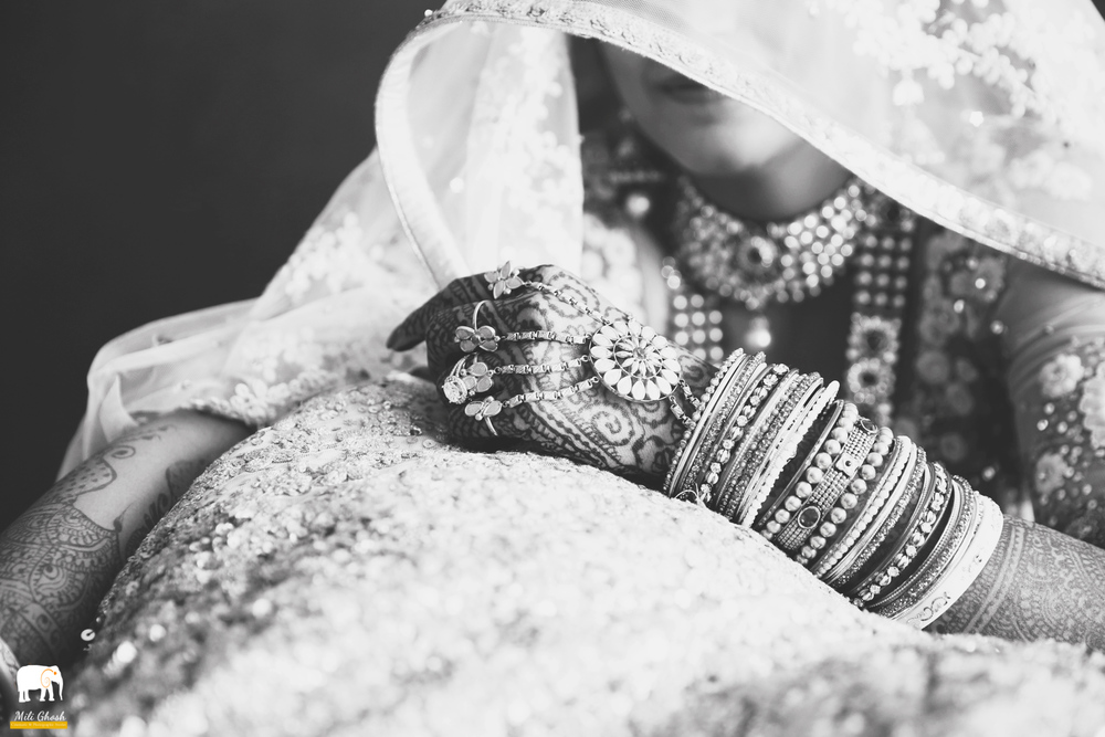 BW INDIAN BRIDE'S HANDS
