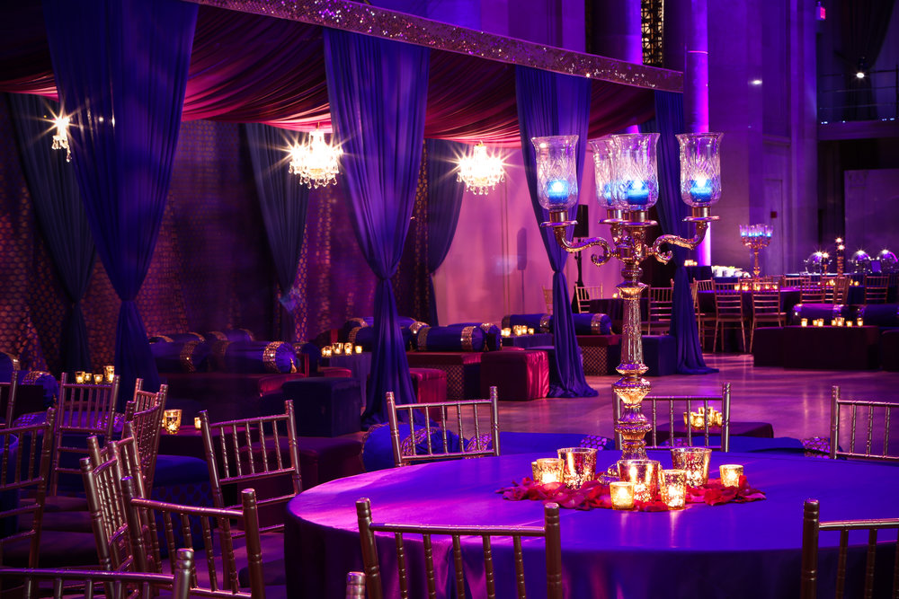 Centerpiece in blue and purple room