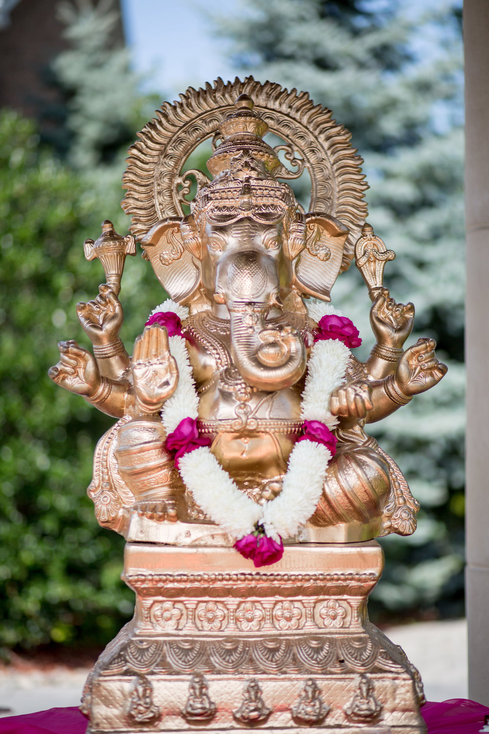 ganesh with garland