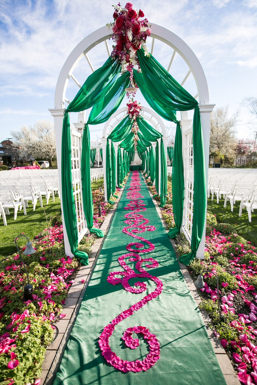 CEREMONY ENTRANCE WITH FLOWERS