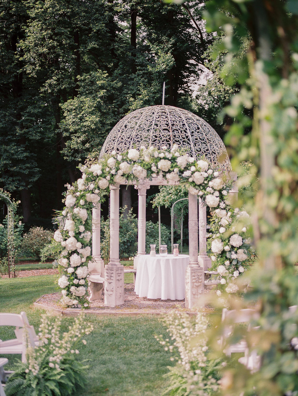 Elegant Wedding Site from NYC Planner.jpg