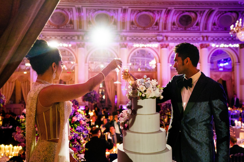 INDIAN WEDDING BRIDE AND GROOM CUTTING CAKE.JPG