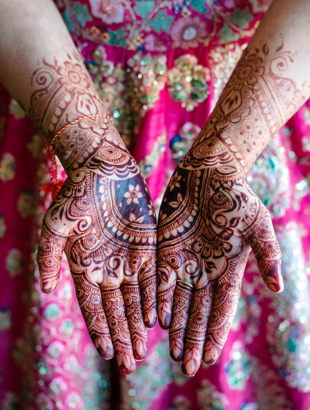 INDIAN WEDDING BRIDE WITH HENNA2.JPG