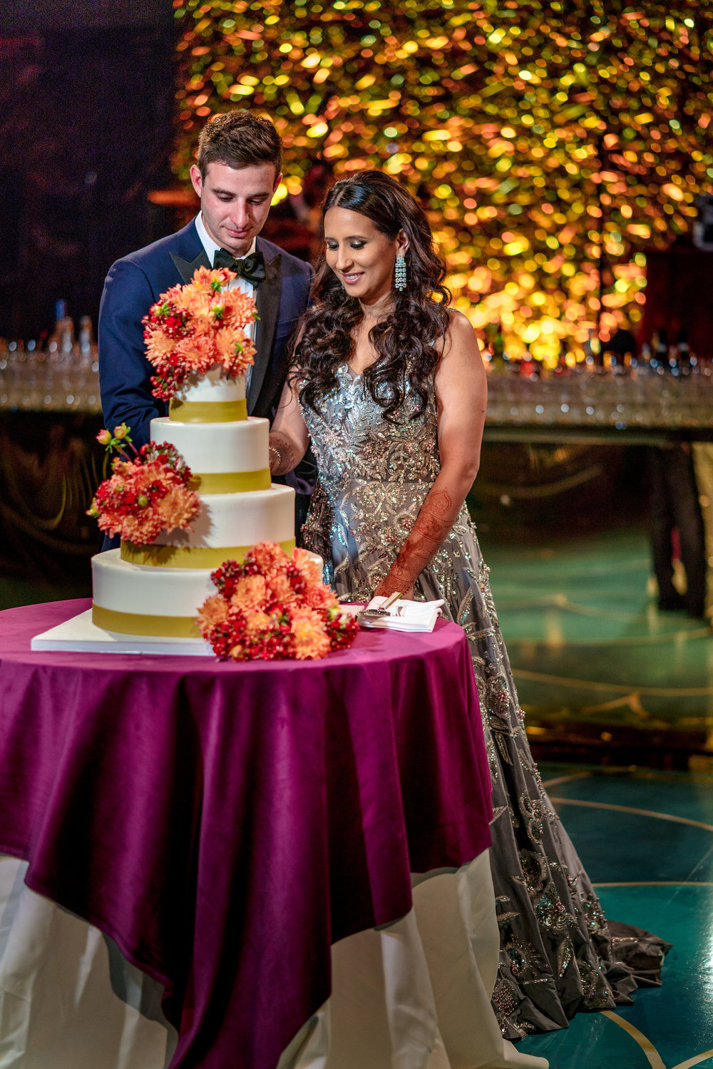 INDIAN WEDDING BRIDE AND GROOM CAKE SHOT.JPG