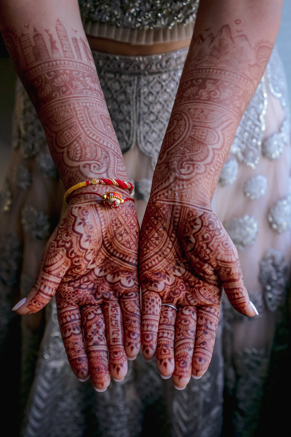 INDIAN WEDDING BRIDE HENNA2.JPG