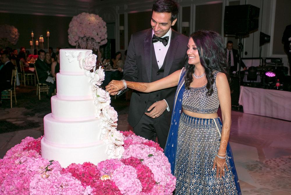 INDIAN WEDDING BRIDE AND GROOM CUT CAKE.jpg