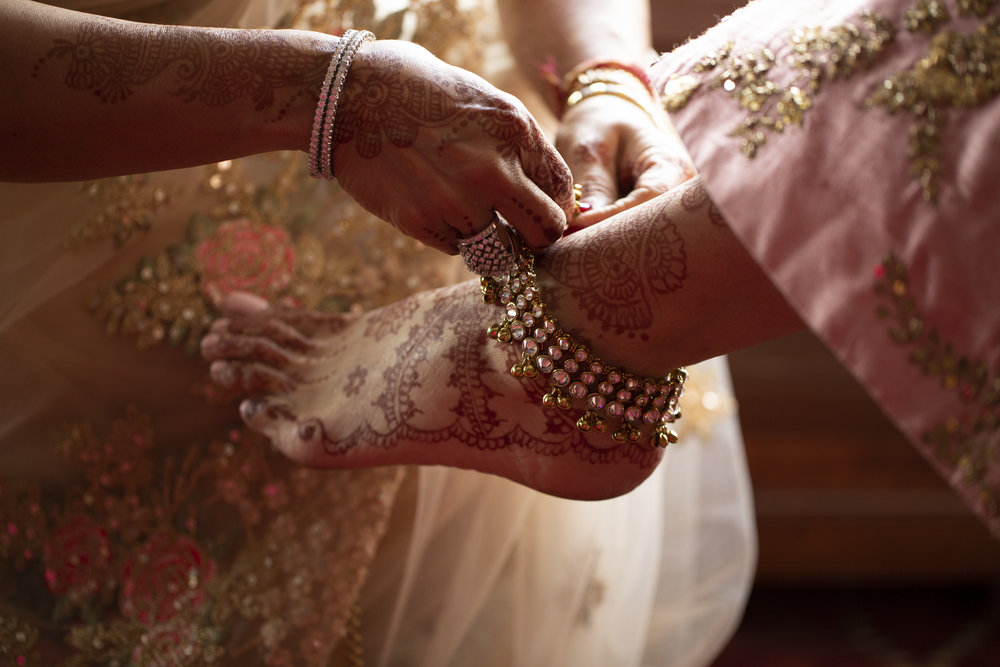 INDIAN WEDDING BRIDE FOOT HENNA.JPG