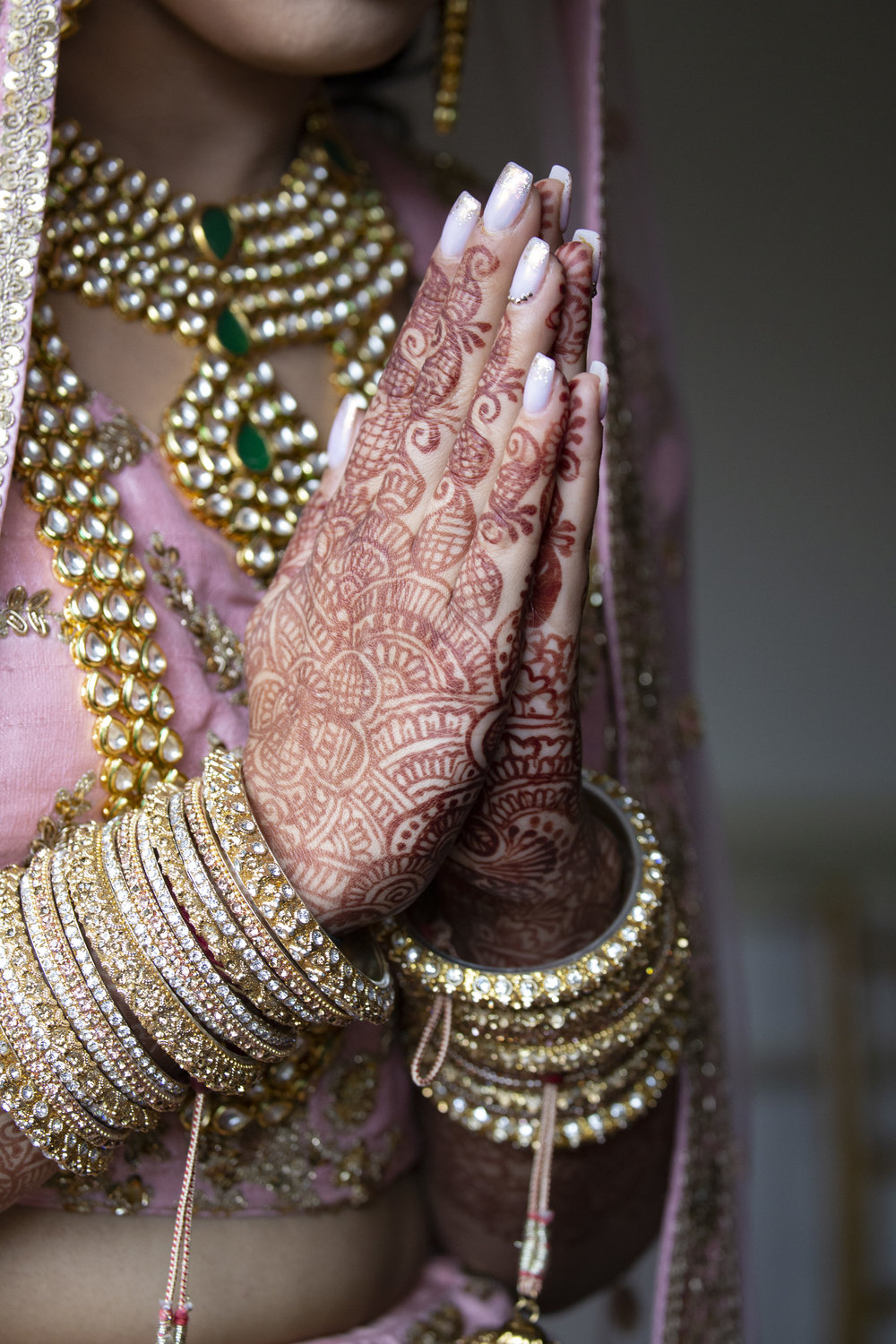 INDIAN WEDDING BRIDE HAND HENNA.JPG