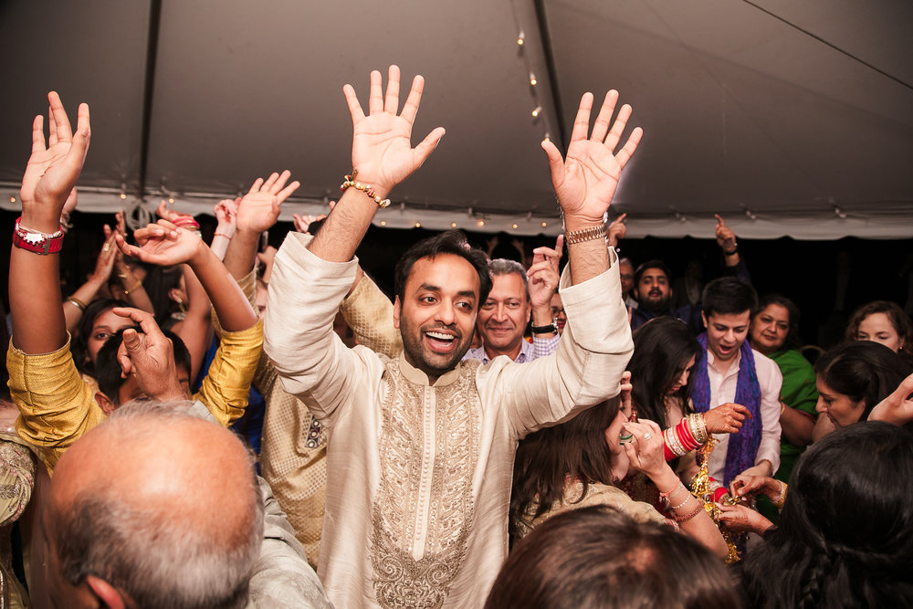 INDIAN WEDDING GROOM DANCING.jpg