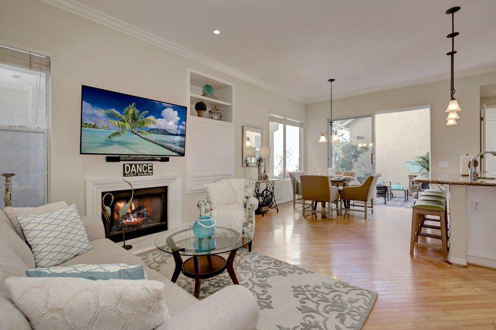 Perfect Beach Home - SOLD BY MARIA X for $890,000620 Main St. Huntington Beach, CA 3 Bedrooms 2.5 Baths 2,000 sqft. (A)