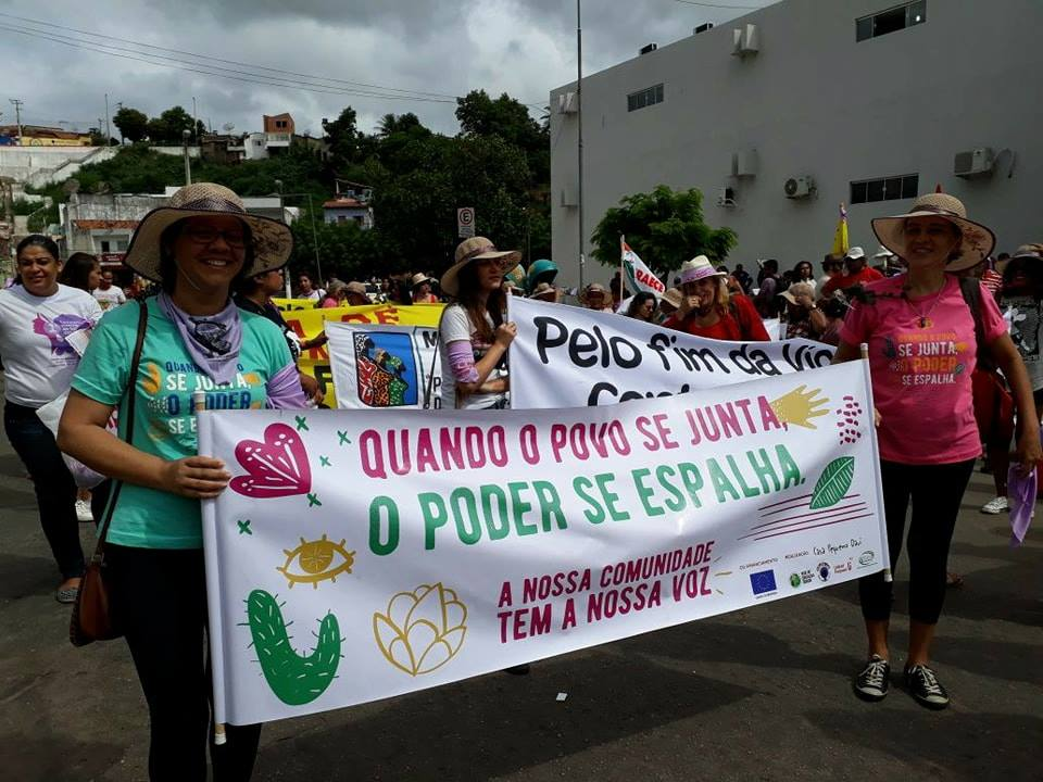 """Quando o povo se junta, o poder se espalha"":(""When the people gather, power spreads"")"