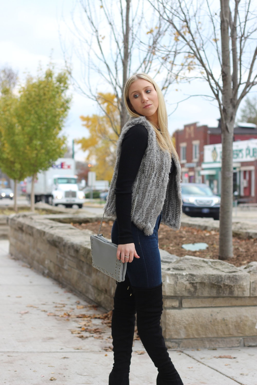 Fall outfit ideas by Au Courant Life