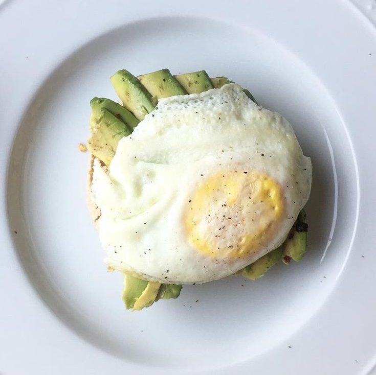 egg and avocado toast recipe by au courant life