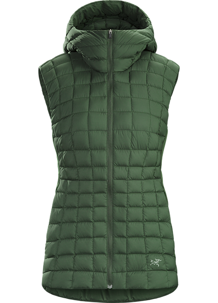 An easy choice for crisp days, the Narin is a down vest with minimalist design, clean lines and a relaxed urban aesthetic. Warm 750 fill power goose down in the body and Coreloft® synthetic insulation in the shoulders provide lightweight insulation with minimal bulk. A simple low profile hood adds protection from unexpected cold.