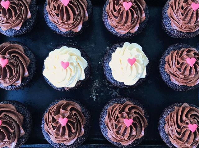 Fathers, it's your day. We love you! 💞💖❌⭕️   #sweetsbyalexandria #fathersday #fathersdaygifts #fathers #fathersonbond #fathersontime #chocolatelover #chocolatelovers #chocolatecakes #chocolatecupcakes #chocolateworld #deathbychocolate