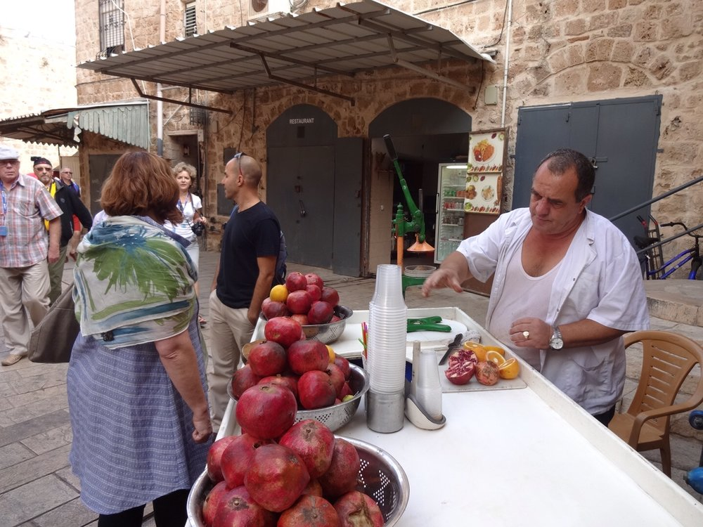 Fresh pomegranate juice in Akko's shuk