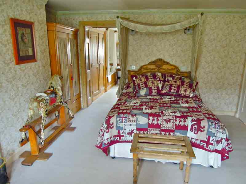 Photo Credit: Caron Cooper/Fosse Farmhouse;  image of  The Pine Room, which is Shinobu's bedroom in the anime.