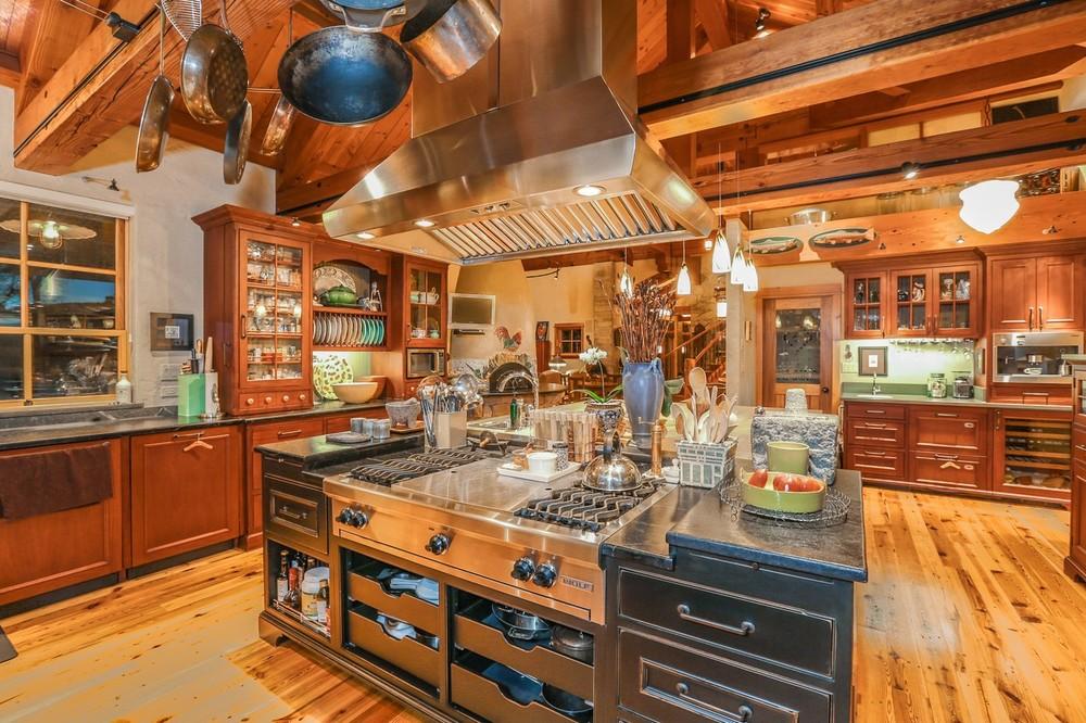 016-Kitchen-2554320-large.jpg