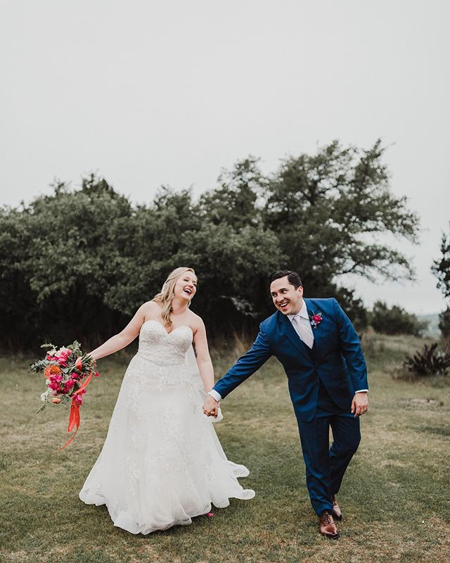 You might be a Texan if you are handed a @whataburger breakfast taco during your sparkler exit! Check the link in my bio to view the full wedding day! Make sure you scroll to the end to see what I'm talking about! Click to see the list of amazing vendors that made this day perfect!