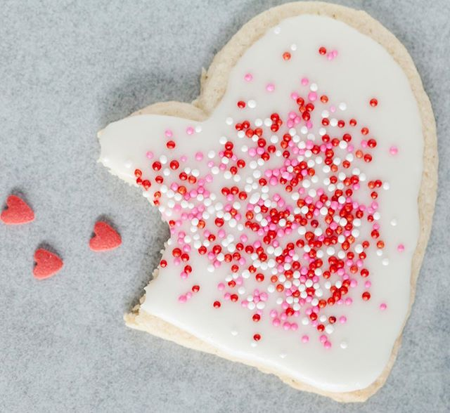 Sugar cookies are my weakness. Double tap if you have a sweet tooth! When I was pregnant with my oldest daughter I continuously had cookies on a cooking rack. This is a great Vegan cookie recipe that I made GF by using Bob's red mill all purpose GF flour .http://www.yummymummykitchen.com/2012/12/the-best-sugar-cookies-shhhh-theyre.html . . . . . #jacquelinedancephotography #sugarcookielove #veganbaking #gfcookies #vegangram #veganglutenfree #valentinescookies❤ #gflife