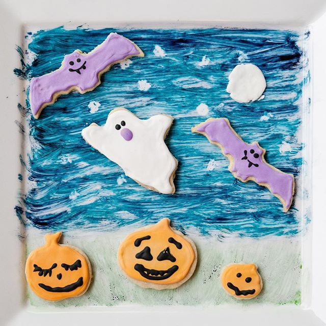 Happy Halloween! 👻 Wishing everyone a safe Halloween. Fingers crossed the rain let's up. Here are my Gluten free, vegan sugar cookies! They are fantastic. Recipe adapted from @chefchloe Love her recipient!  Apologies for the sideways video of me food colour painting my plate for this photo in the stories... #happyhalloween #veganbaking #bakingvegan #glutenfreevegan #chefchloe #jacquelinedancephotography #schoolpartyfood