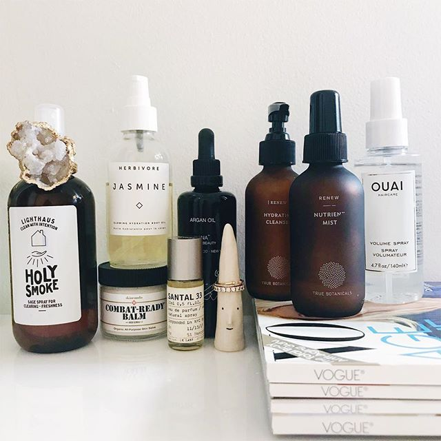 A debatably boring shot of what I've been using lately – but nonetheless wanted to give an update on my current favs. I've been trying to simplify my routine and stick with only a few products so I can start to learn more about what my skin likes & doesn't like– mostly non-toxic but it's all about balance (plus, I just can't quit Santal)✨Tap for brands + let me know if you have any questions.✨ #cleanbeauty #itgtopshelfie #bblogger