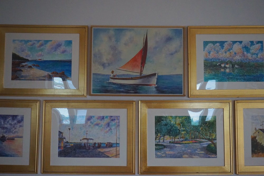 We walked into the local (and only) Art Gallery on the island and what do we see on the wall?...  A picture the artist painted of Slavko (Steve's dad) on his sailboat! :)