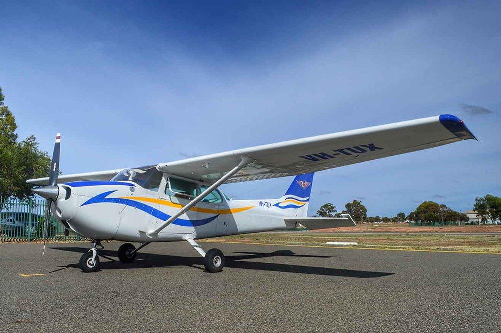 Cessna-172-VH-TUX.jpg