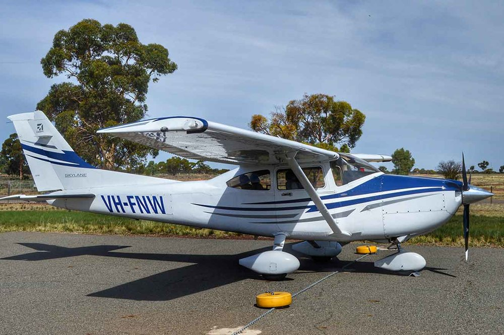 Cessna-182-VH-FNW.png