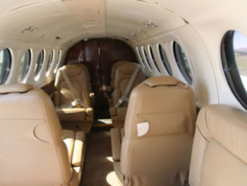 Beechcraft-B200-Kingair_interior.jpg