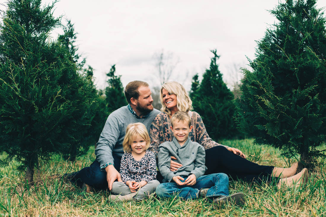 Atlanta, Georgia Family Photography. Four Corners Photography. Family photography at a Christmas Tree farm. Holiday family photos.