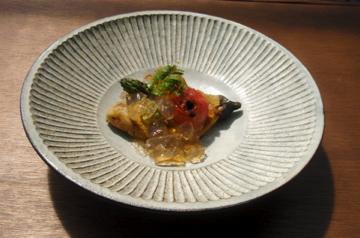 Plate by Akio Nukaga via Utsuwa Kaede