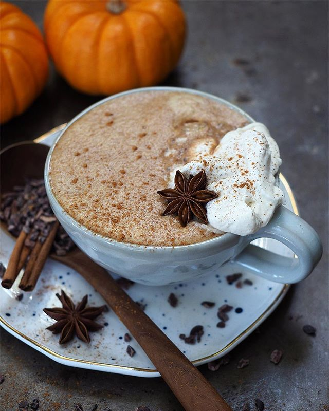 NEW: Chocolate Pumpkin Chai Latte 🍫🎃☕ Welcome to that special time of year when you endlessly have a half cup of pumpkin in your fridge. Enter the Chocolate Pumpkin Chai Latte. Chai concentrate, cacao powder and pumpkin purée combine into the coziest breakfast drink. (Alright there's milk and coconut oil too). Just toss it all in a blender until frothy and you're ready for fall! Full recipe in profile.