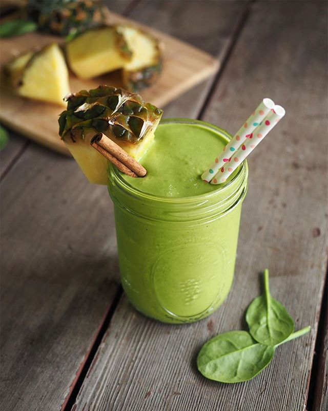 Smoothie I'm #currentlycraving? This sweet & spicy tropical green smoothie 😝 Spinach, mango, pineapple, matcha powder, almond butter, cayenne pepper, cinnamon, #mondaymagic ❤️💛💜 Recipe link in profile.