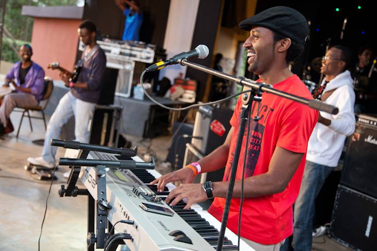 Blankets and wine - 2013. Photo: Quaint Photography
