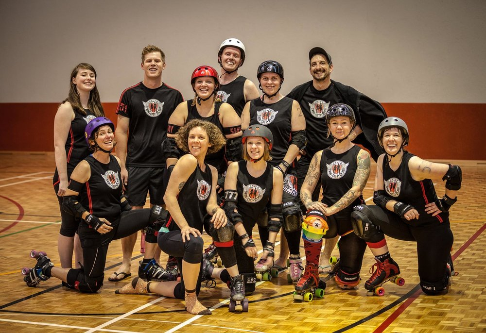 SCD mixed gender Vs Dread Pirate rollers Scrimmage, 2016. Photo credit Peter Chan