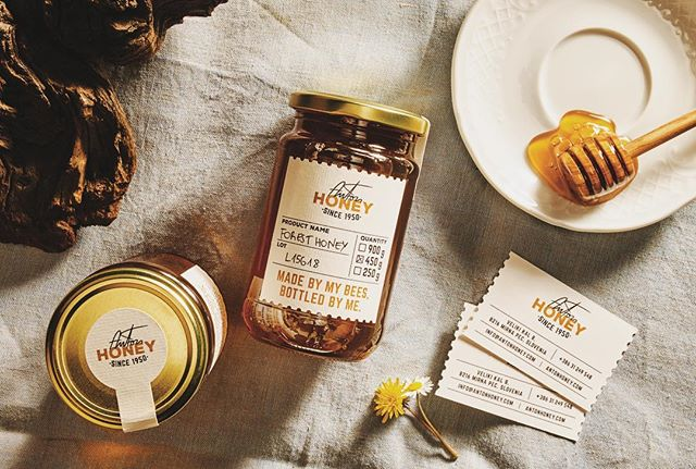 Sweet holidays ✨💛 #antonhoney #rawhoney #packaging #foresthoney #natural #honey #miele #gift #slovenianhoney #holidays #christmas #newyear #healthyfood