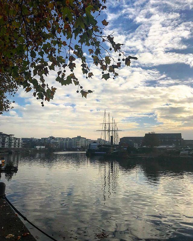 Bristol. You beautiful thing you. #wakeupwakeup #novembersky #bristol #igersbristol #bristol247 #lovewhereyouwork #comms #prlyf