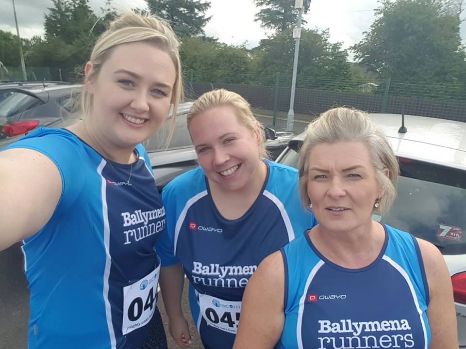 Cara Johnston, Catherine O'Melvena and Grace Snoddy before the Acorns BlueBelles 5k